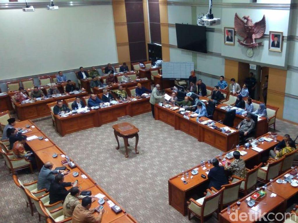 56 Anggota Komisi III Ikut Voting Capim KPK, Kertas Suara Dibagikan
