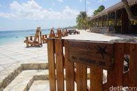 Salah satu kafe di Pantai Nemberala (Afif Farhan/detikcom)