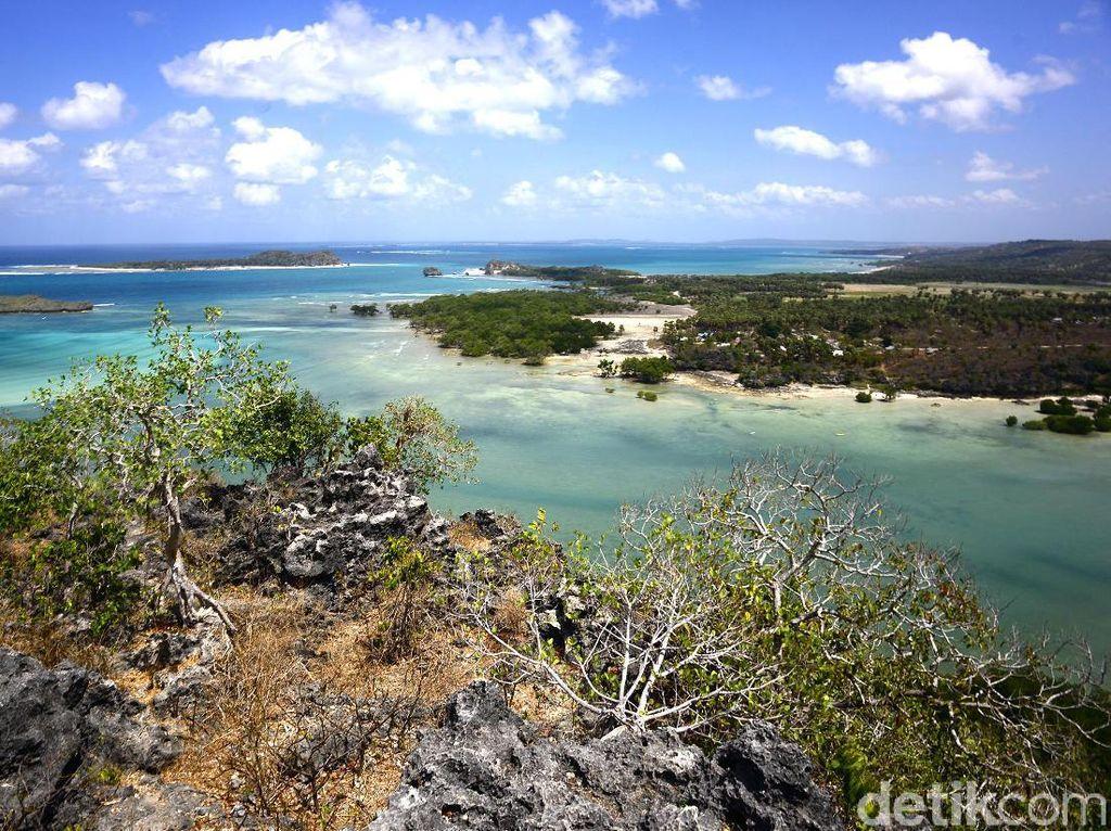 Menjelajah Bukit Mandoo di Pulau Rote