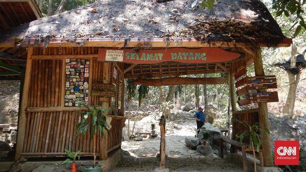 Mengujungi Air Terjun Kering di Karawang Selatan
