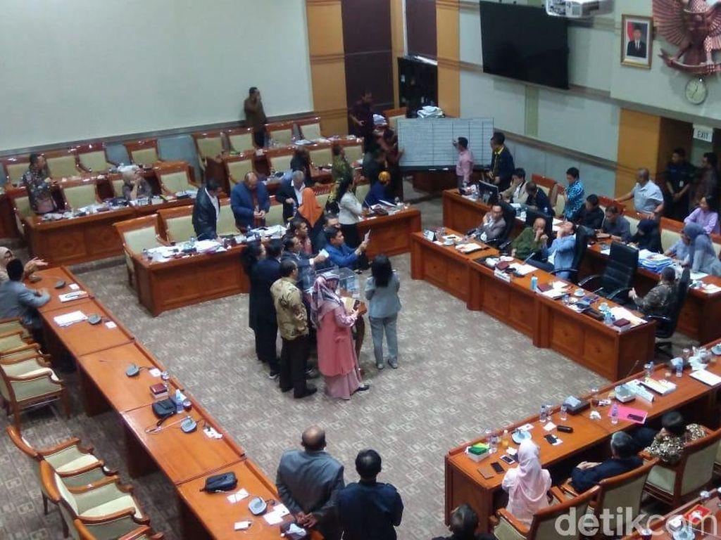 Komisi III Mulai Hitung Suara Capim KPK, Alex-Firli Bersaing Ketat