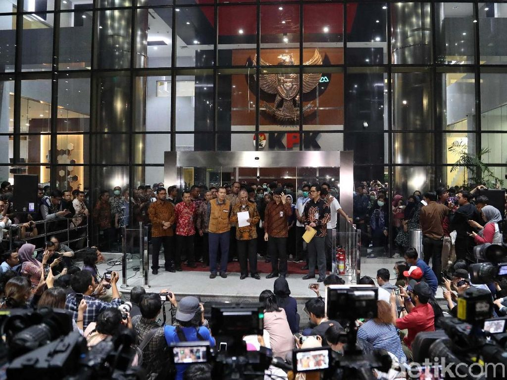 Pimpinan KPK Serahkan Pengelolaan KPK ke Presiden