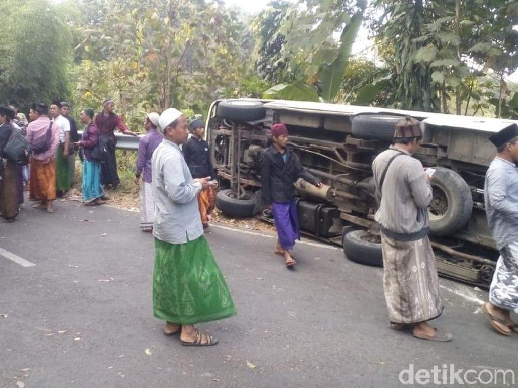 Sopir Tak Kuasai Medan, Mobil Angkut Jemaah Pengajian Terguling di Pasuruan