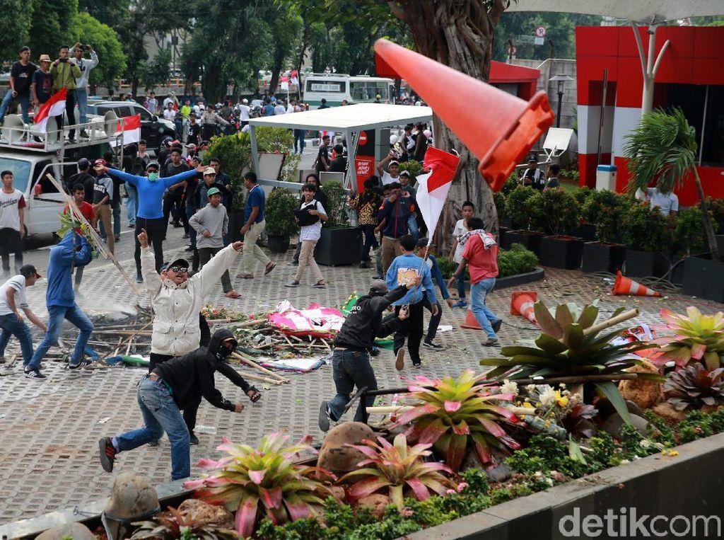 Ricuh di KPK, Polisi: Ada Salah Paham Massa Pro-pimpinan Baru dengan Pegawai