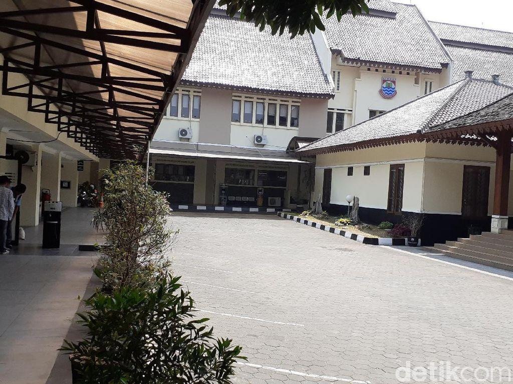 Anggota DPRD Kota Cimahi pun Ikut Gadaikan SK
