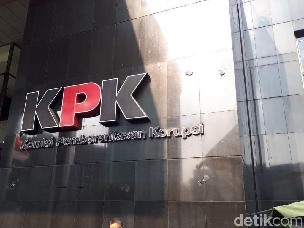Sebelum Dilucuti Pendemo, Polisi Minta Kain Hitam di Logo KPK Dicopot