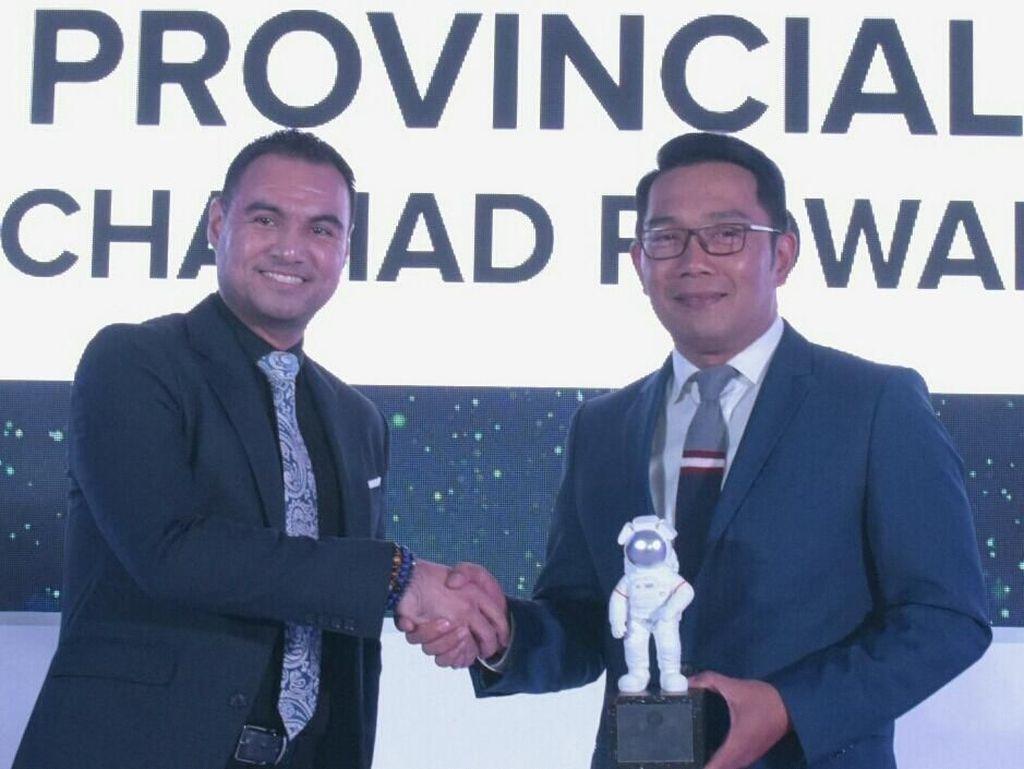 Sediakan Layanan Serba Digital, Ridwan Kamil Raih Penghargaan