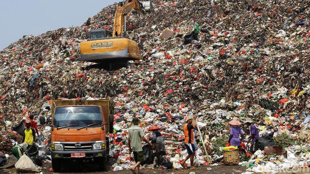 Potret Gunungan Sampah di TPA Cipayung Depok
