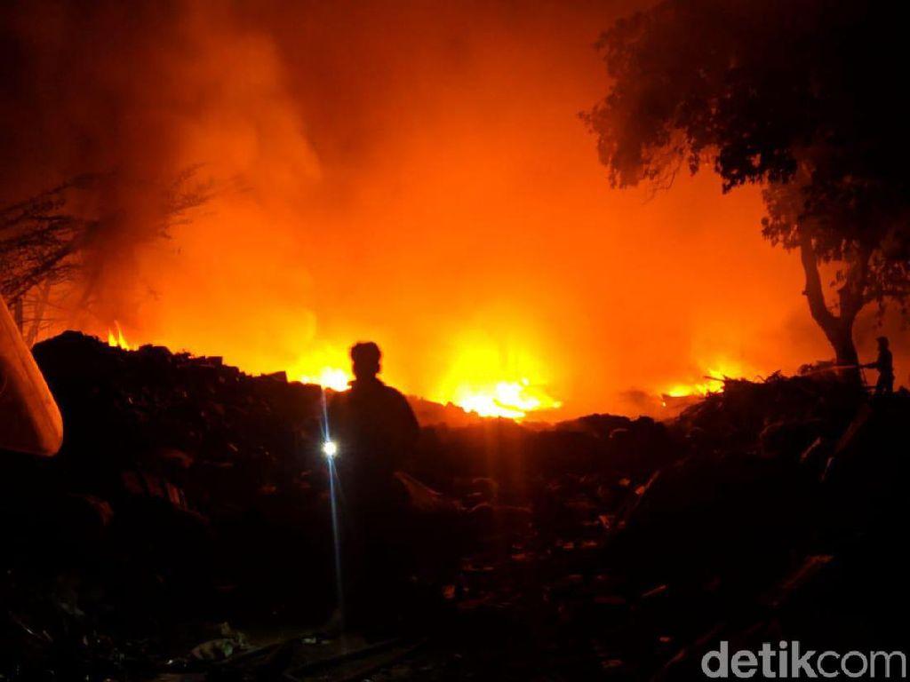 Gudang Rongsokan di Mojokerto Terbakar, Pemilik Rugi Rp 800 Juta