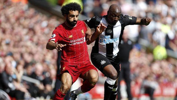 Mohamed Salah terancam absen lawan Man United.