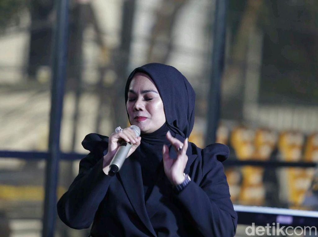 Rilis Single Baru, Sarita Abdul Mukti Mau Saingi Penyanyi Muda?