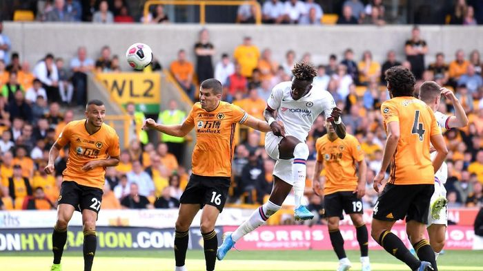 WOLVERHAMPTON, ENGLAND - SEPTEMBER 14: Tammy Abraham of Chelsea scores his teams third goal during the Premier League match between Wolverhampton Wanderers and Chelsea FC at Molineux on September 14, 2019 in Wolverhampton, United Kingdom. (Photo by Laurence Griffiths/Getty Images)