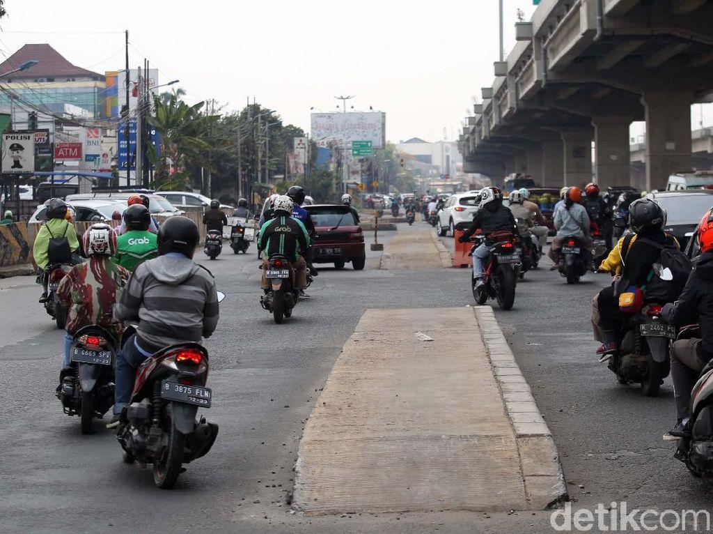 Pemrov DKI Koordinasi dengan PUPR soal Trotoar di Tengah Jalan Kalimalang