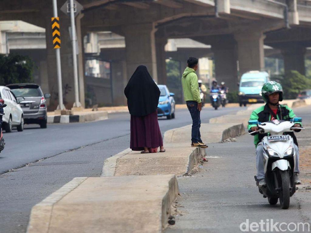 Trotoar Kalimalang Berada di Tengah Jalan, Ini Kata Pemprov DKI