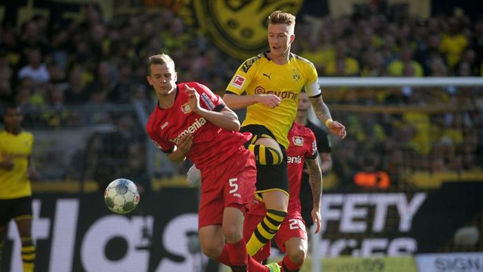 Dortmunds German forward Marco Reus and Leverkusens German defender Sven Bender vie for the ball during the German first division Bundesliga football match BVB Borussia Dortmund v Bayer 04 Leverkusen in Dortmund, western Germany on September 14, 2019. (Photo by Hasan BRATIC / AFP) / RESTRICTIONS: DFL REGULATIONS PROHIBIT ANY USE OF PHOTOGRAPHS AS IMAGE SEQUENCES AND/OR QUASI-VIDEO