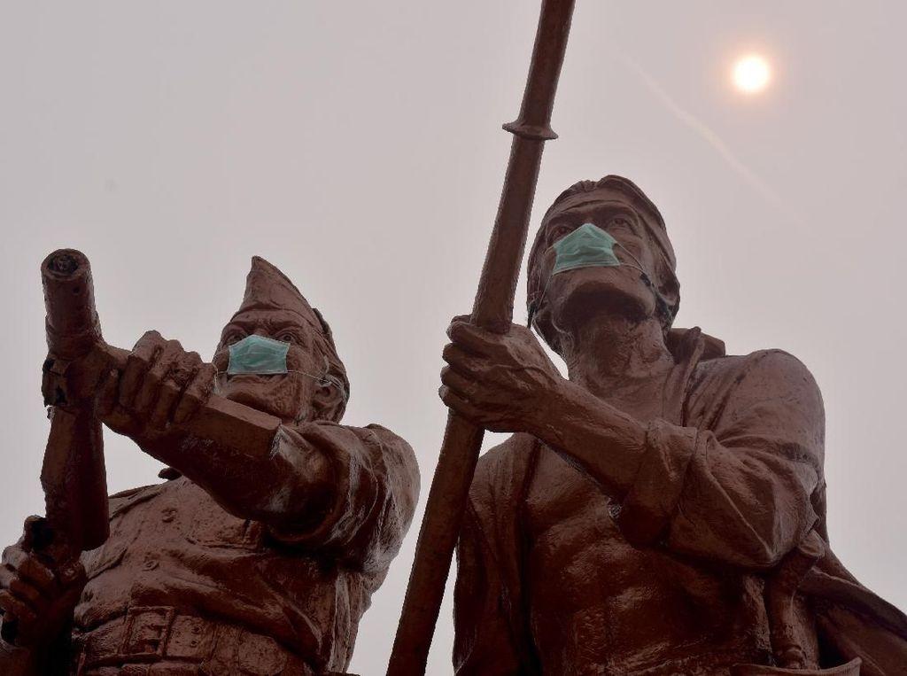 Patung Monumen Perjuangan Rakyat Riau Bermasker