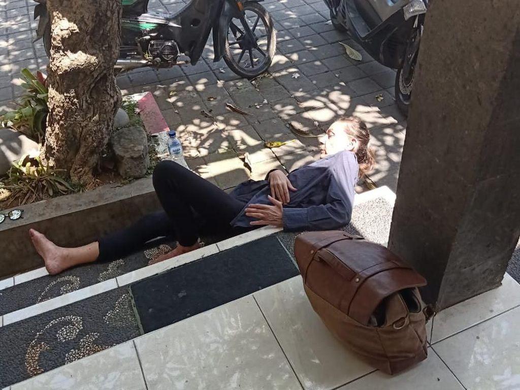 Lempari Mobil Pakai Batu, Bule Inggris Diamankan Satpol PP di Bali