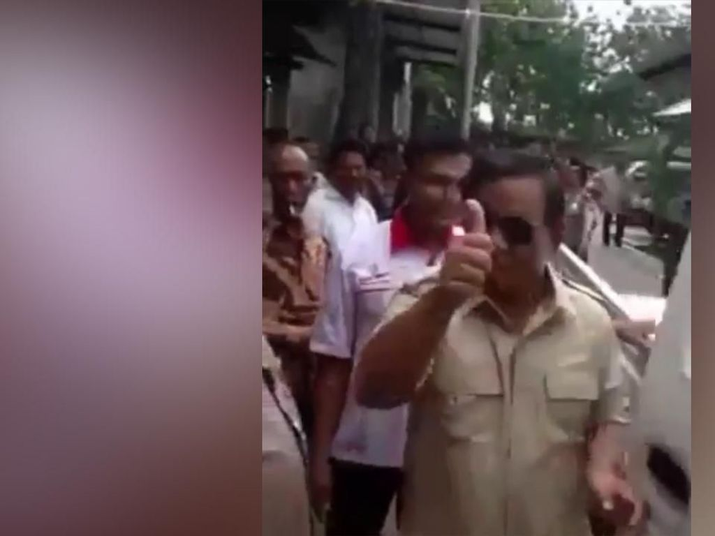 Beredar Video Prabowo Jajal Esemka, Acungkan Jempol