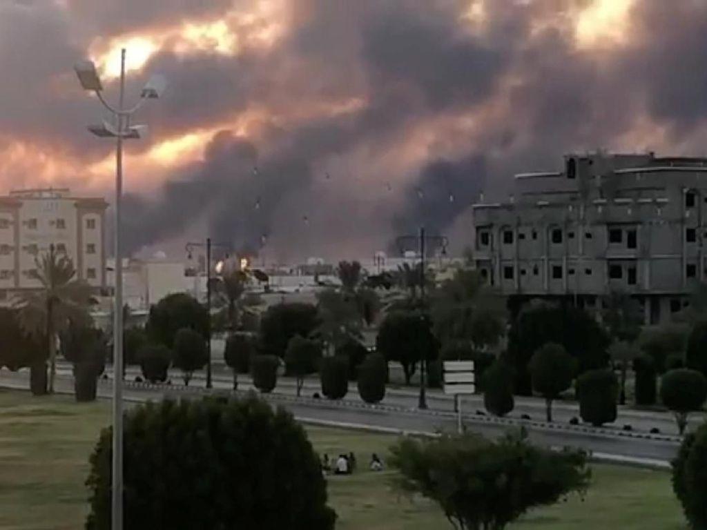 Presiden Iran: Houthi Serang Fasilitas Minyak Saudi karena Membela Diri