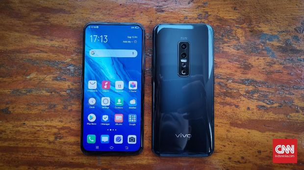 Vivo V17 Pro, Dual Kamera Pop-up Selfie Pertama