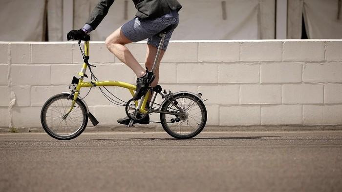 Sepeda Brompton sering dipakai untuk berangkat kerja. (Foto ilustrasi: Matthew Lloyd/Getty Images)