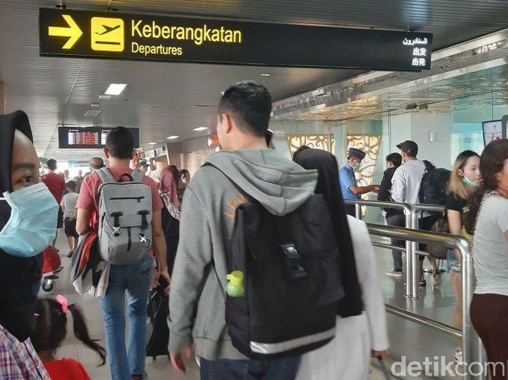 Kabut Asap Bikin Pesawat Delay, Penumpang Numpuk di Bandara Supadio Kalbar