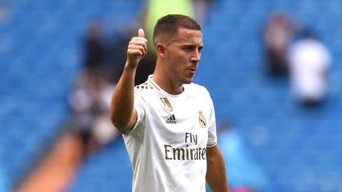 Kiper Real Madrid Thibaut Courtois kesal terhadap rekan setimnya Eden Hazard karena kehilangan bola melawan Levante. (Foto: Denis Doyle / Getty Images)