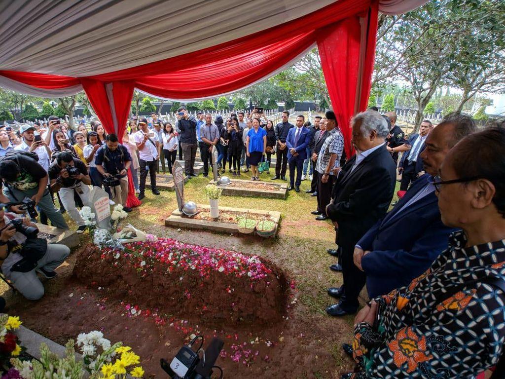 Xanana Gusmao Ziarah ke Pusara Habibie, Ainun, dan Ani Yudhoyono