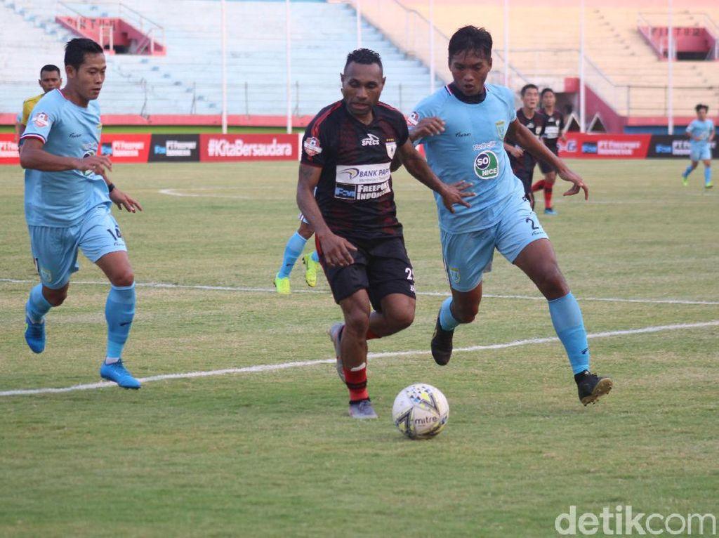 Persipura Vs Persela: Titus Bonai Dua Gol, Mutiara Hitam Menang 2-0