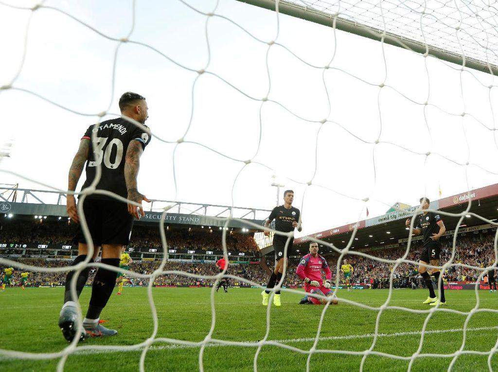 Lini Belakang Bikin Blunder, Guardiola: Mereka Juga Manusia