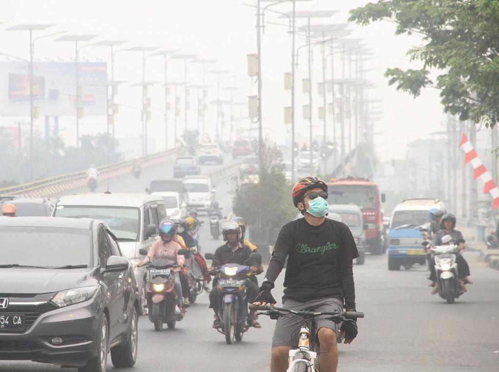 Sepekan Dikepung Kabut Asap, Warga Tetap Beraktivitas