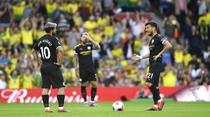 Manchester City sudah tertinggal lima angka dari Liverpool (Joe Giddens / AP Photo)