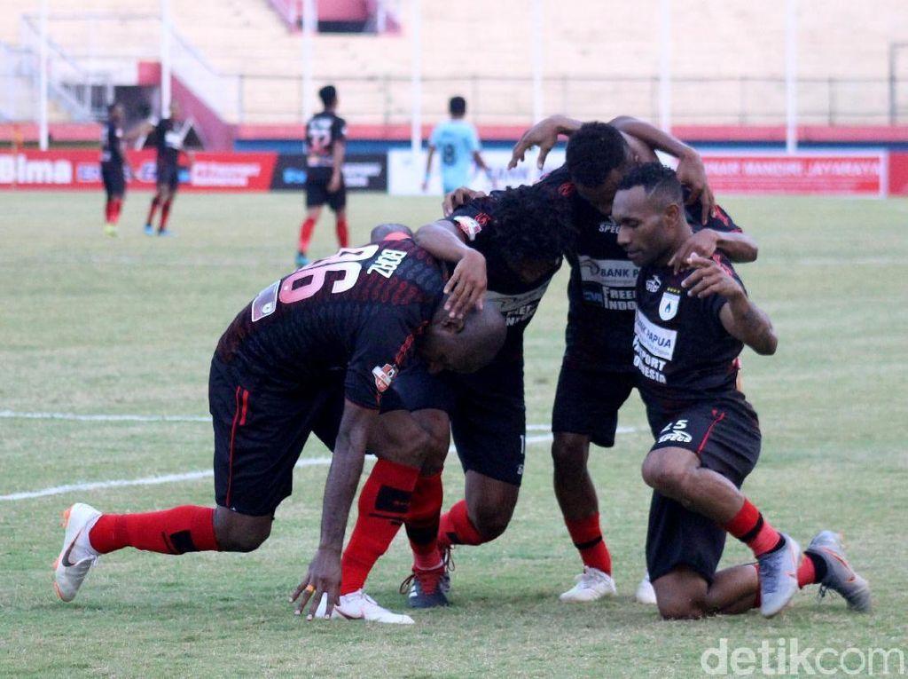 Titus Bonai Bawa Persipura Menang 2-0 Atas Persela Lamongan