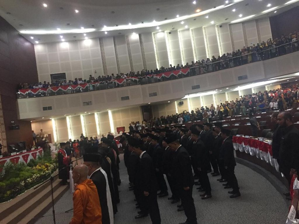 Dikuasai PDIP, 100 Anggota DPRD Sumut Periode 2019-2024 Resmi Dilantik