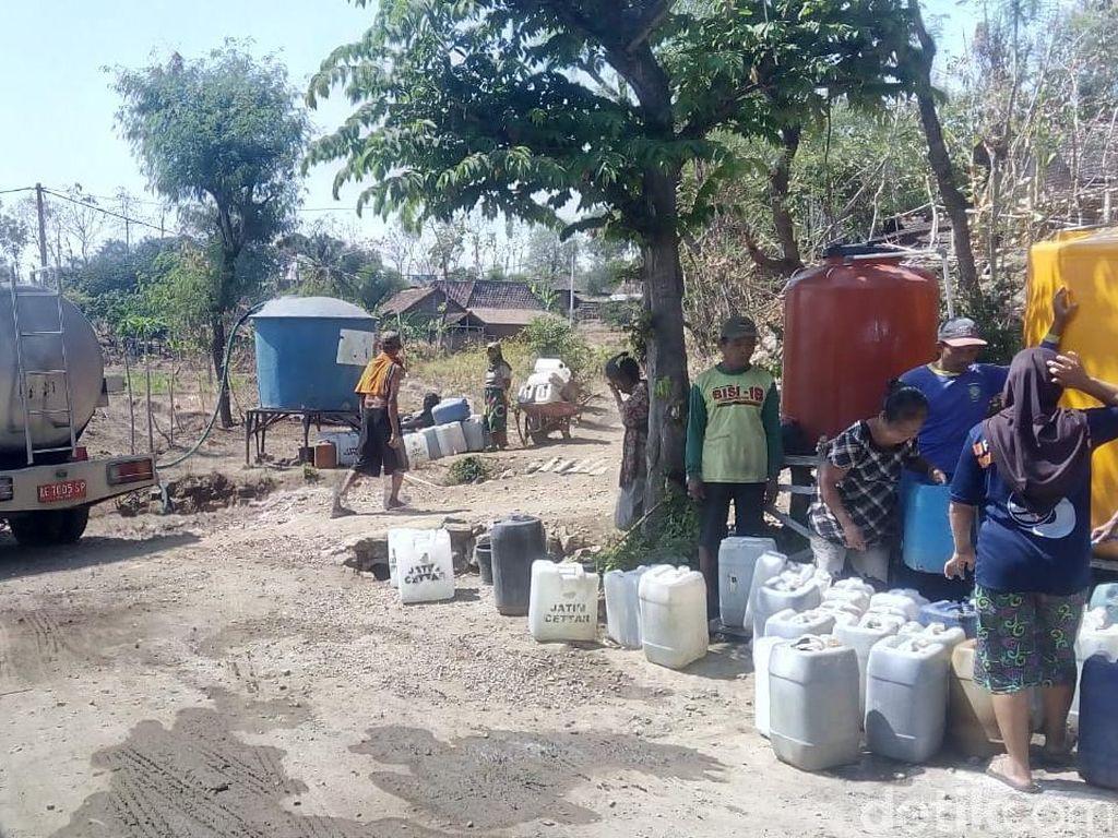 Tiap Pekan BPBD Ponorogo Kirim 70 Tangki Air ke Warga yang Kekeringan