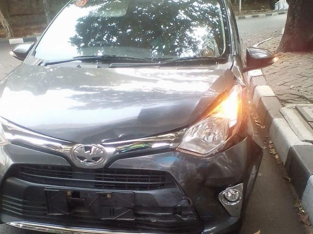 Mobil yang Ditemploki Polisi Berhenti Usai Tabrak Mobil Lain