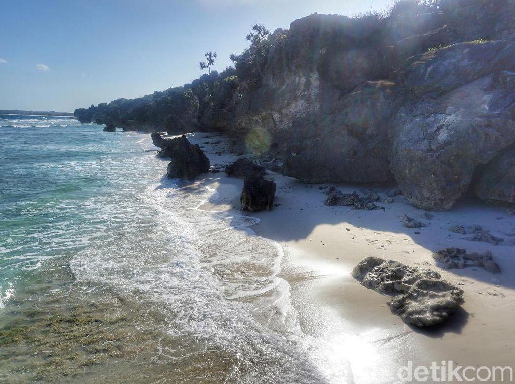 Pantai Eksotis di Rote Serasa Milik Sendiri