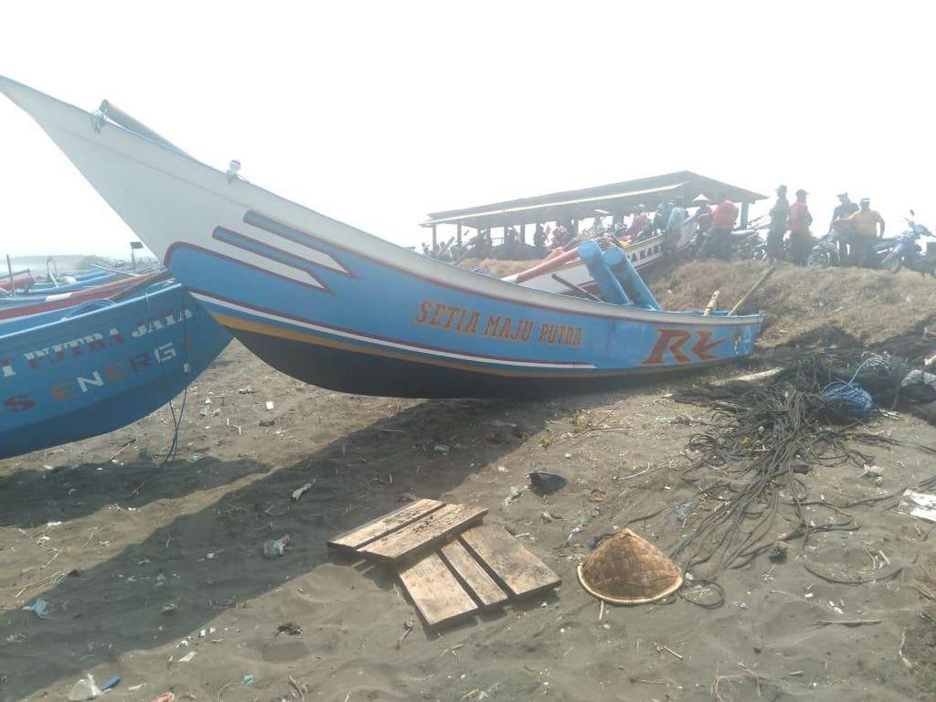 Perahu Dihantam Ombak, Dua Nelayan Hilang di Cilacap