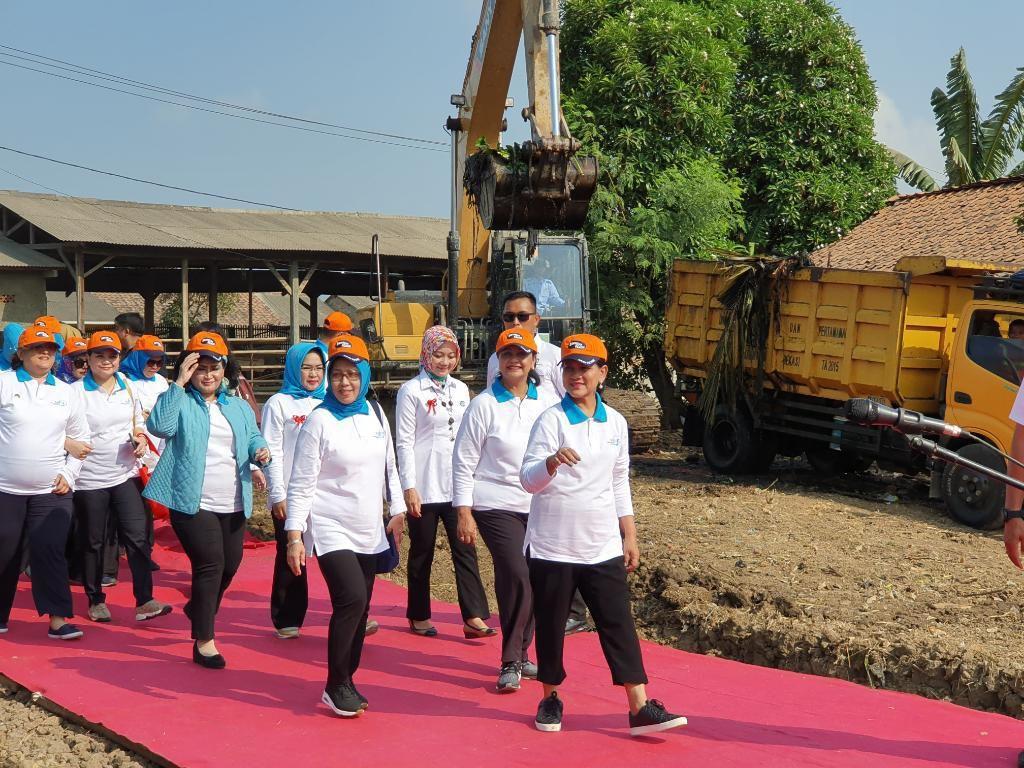 Canangkan Gerakan Indonesia Bersih, Iriana Singgung Sampah di Kali Bahagia