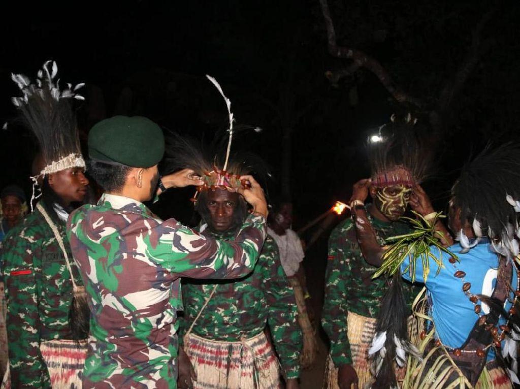 Syukuran Adat Tiga Putra Suku Kanum Jadi Prajurit TNI
