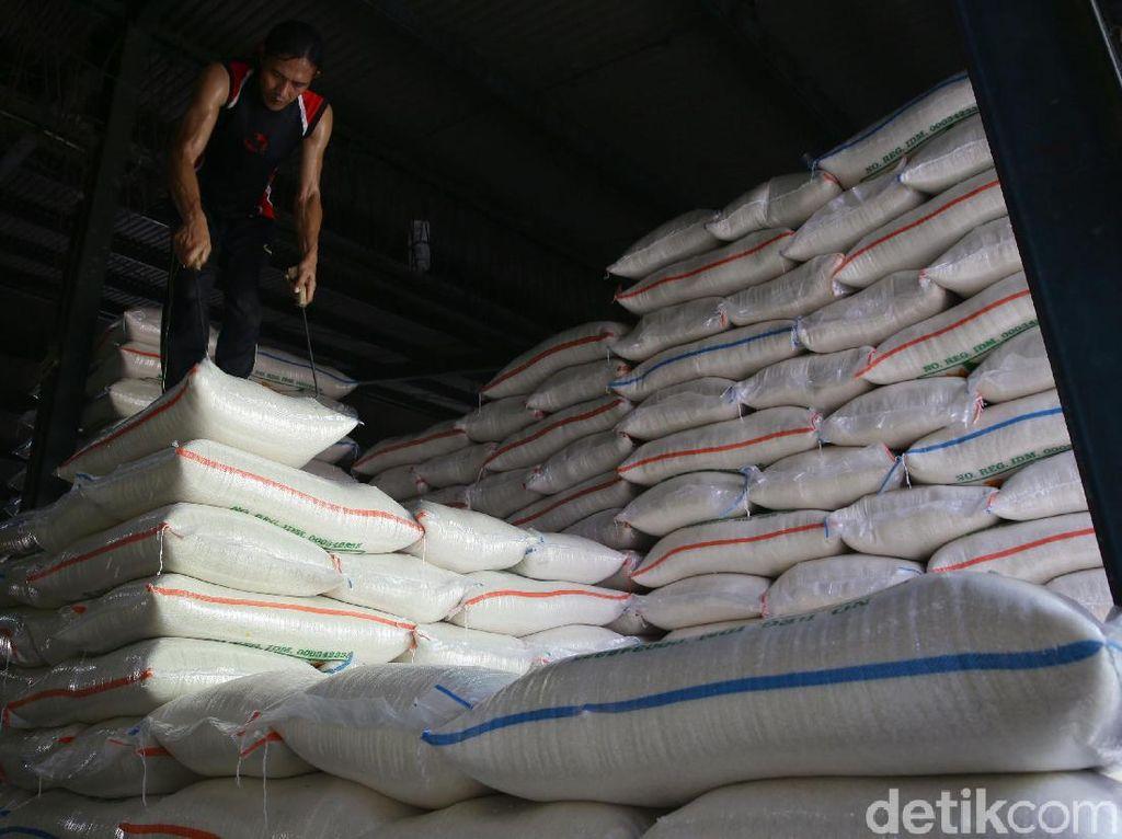 20.000 Ton Beras Bulog Terancam Busuk, Muncul #TangkapEnggar