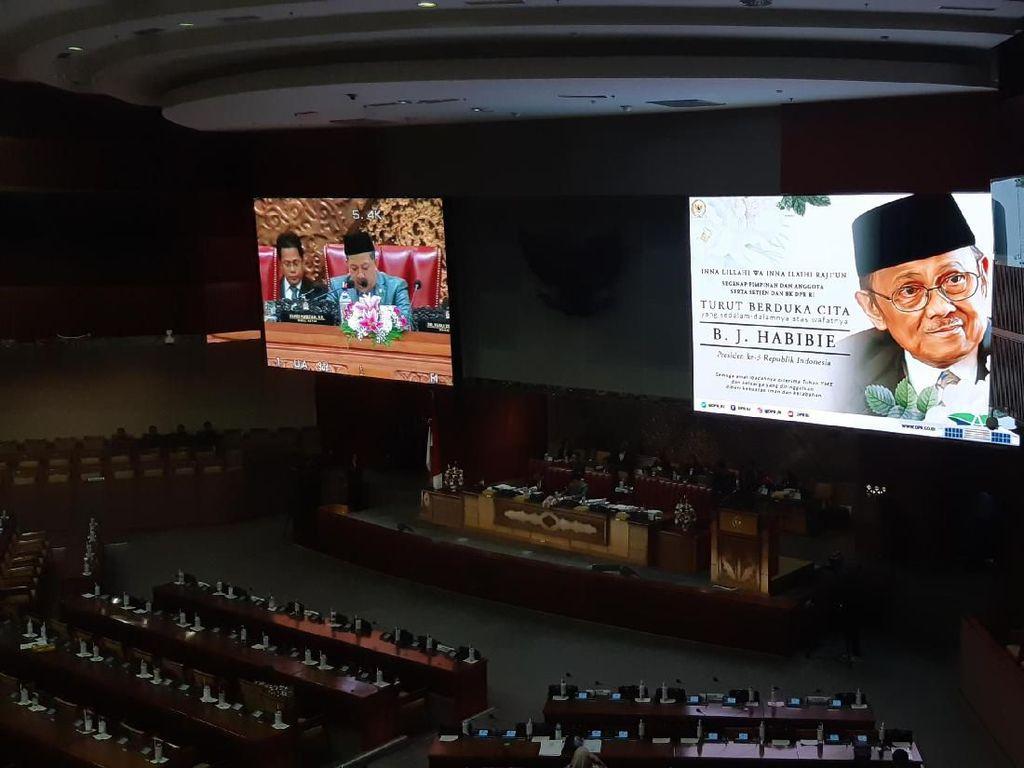 Pimpin Paripurna DPR, Fahri Ajak Anggota Dewan Doakan BJ Habibie