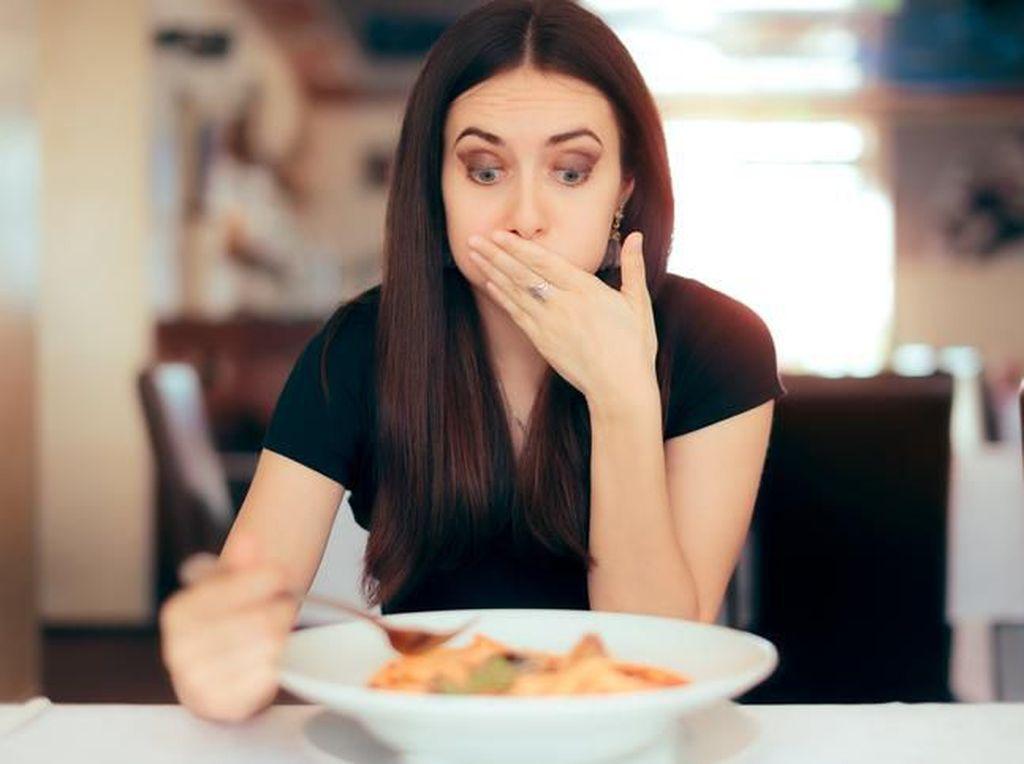 10 Gejala Keracunan Makanan yang Perlu Diwaspadai