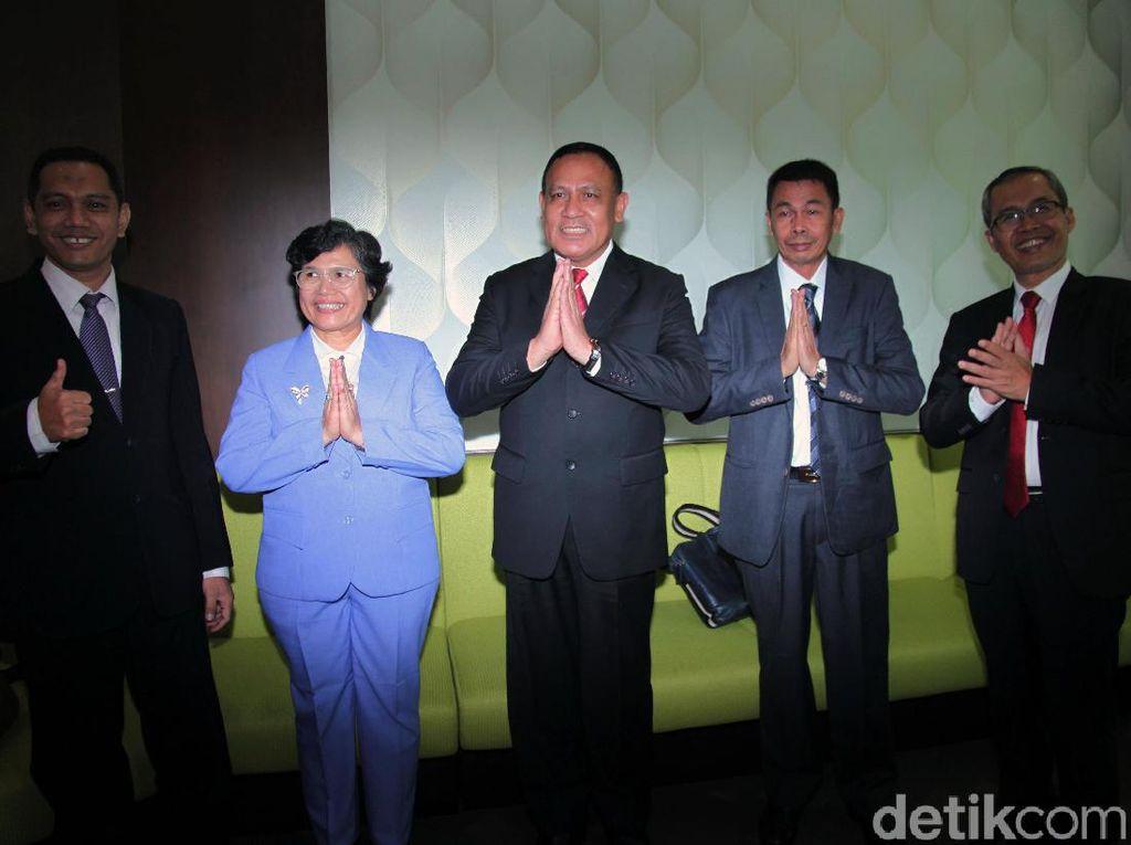 Senyum Semringah Para Pimpinan Baru KPK Usai Disahkan DPR