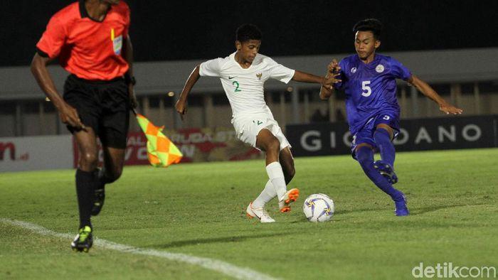 Alfin Lestaluhu saat memperkuat Timnas Indonesia U-16 melawan Filipina. (Foto: Rifkianto Nugroho)