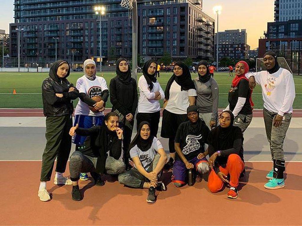 Pertamakali, Tim Basket Sediakan Jilbab Khsusus untuk Atlet Berhijab