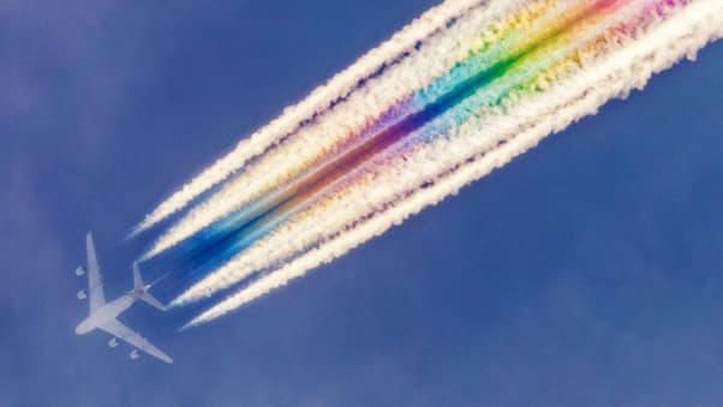 Kerennya Potret Pesawat Berekor Pelangi