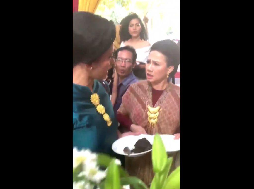 Viral Video Emak-emak Rebutan Makanan, Netizen Bilang Iklan