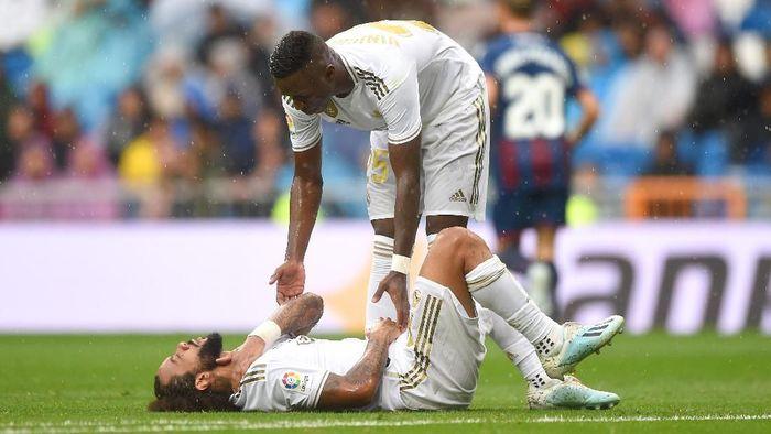 Marcelo mengalami cedera pada lehernya (Foto: Denis Doyle/Getty Images)