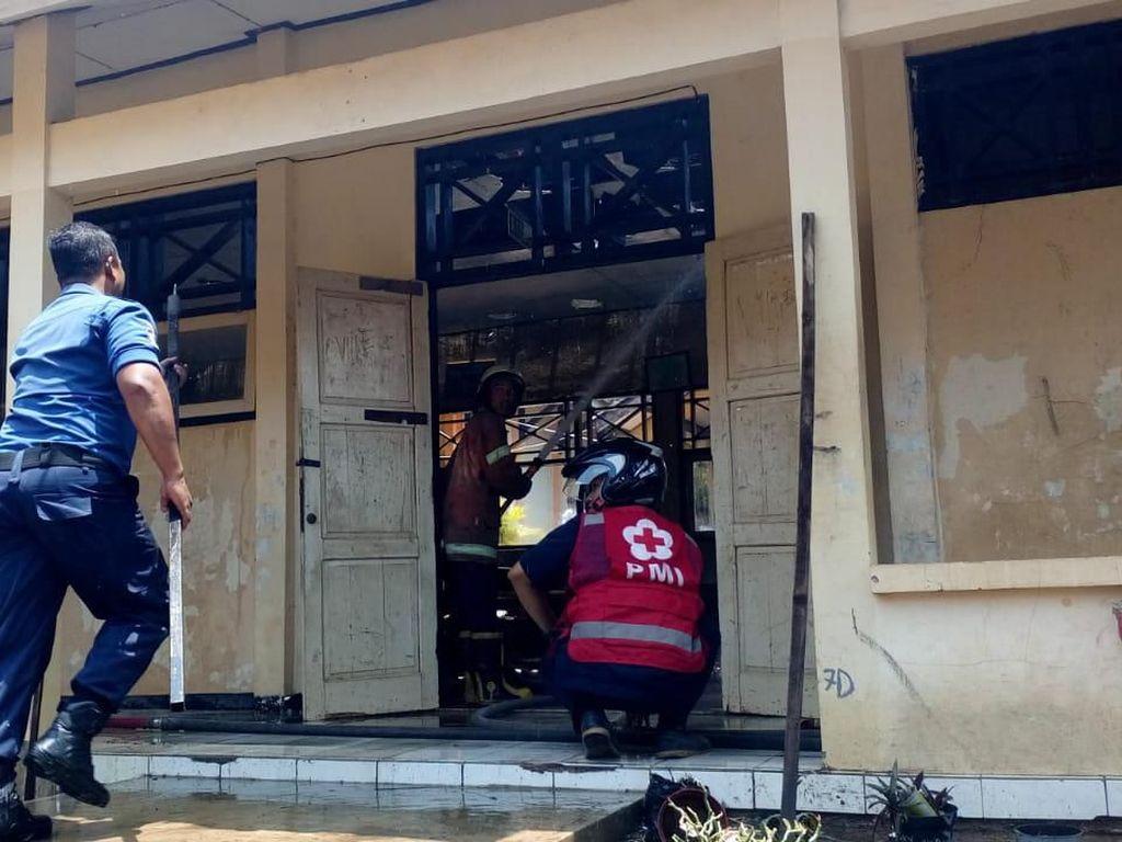 Kebakaran Melanda SMPN 2 Sambirejo Sragen, Siswa dan Guru Dievakuasi
